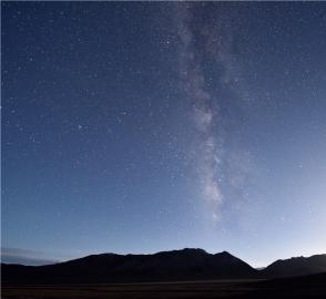 天高云淡,星光璀璨:在阿尔金山的夏夜里沉醉